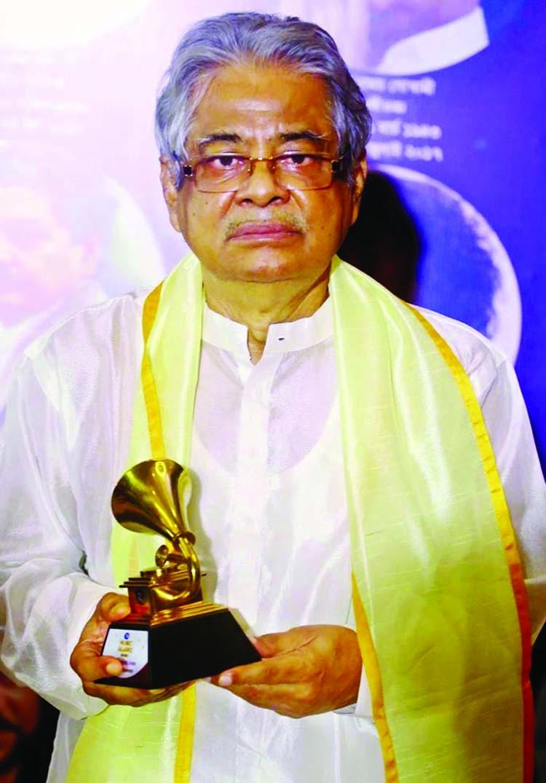Gazi Mazhraul Anwar gets Lifetime Achievement Award