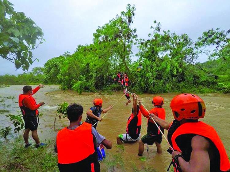 Tropical Storm Kompatsu hits Philippines, nine dead