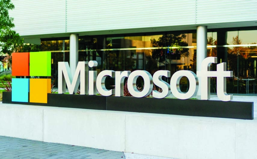 Microsoft makes $1b cloud pledge