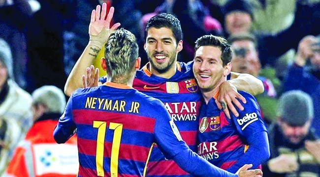 Suarez hits 4, Messi 3 as  Barca rout Valencia