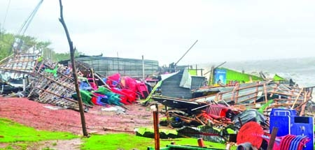 Cyclone Roanu kills six in Ctg