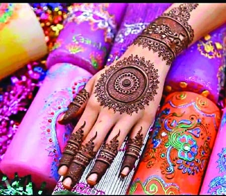 Beauty parlors abuzz with embellishment of Mehedi