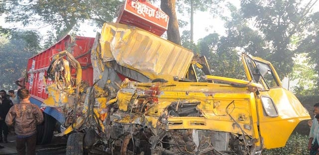 Seven, including five policemen, killed in Bogra road crash
