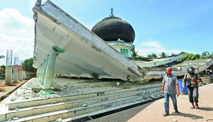 Mighty quake kills 97 in Aceh, Indonesia