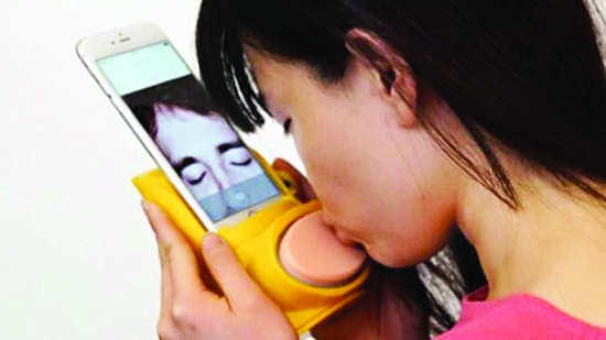 Send kisses to loved one thru 'kiss messenger'