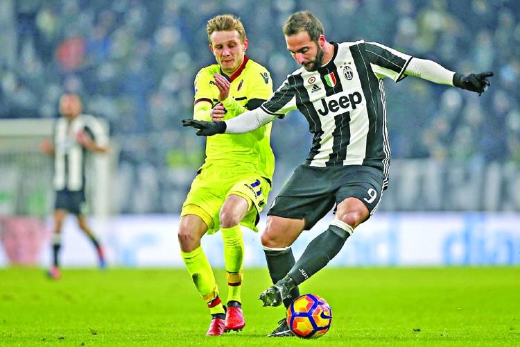 Higuain double as Juve move four