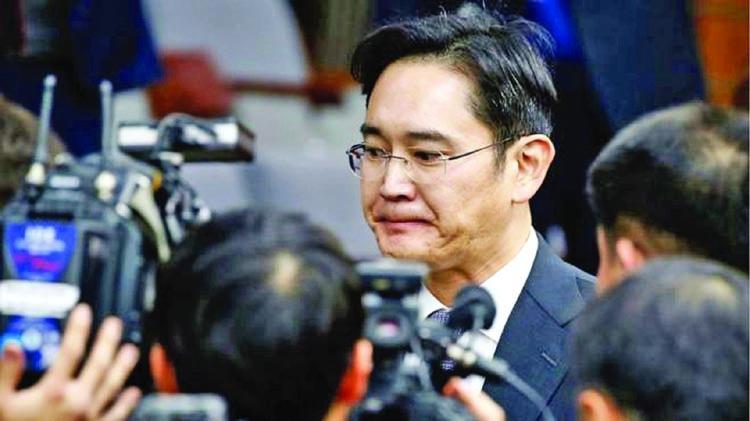 Samsung chief a suspect in corruption case