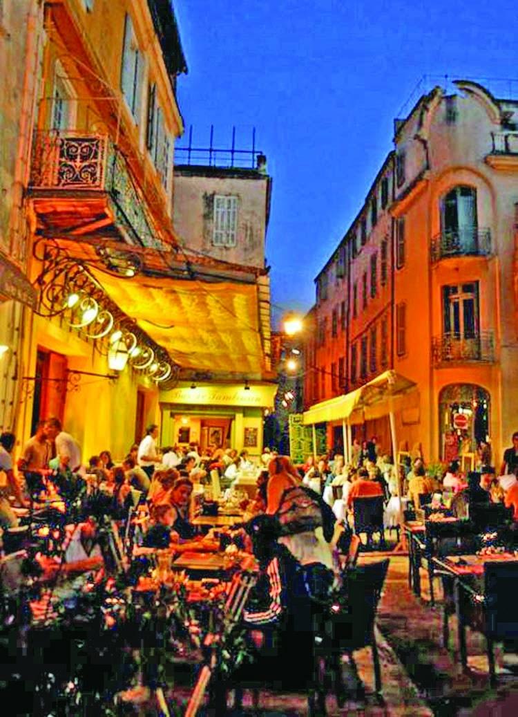 Facts about Vincent Van Gogh's 'Café Terrace at Night'