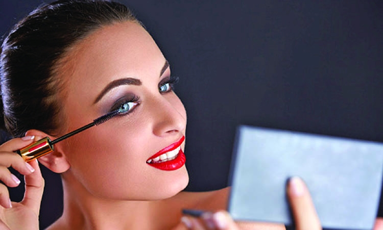 Essential tips for doing your own prom makeup