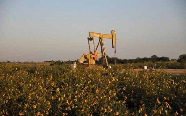 Oil drops on rising US drilling, steady OPEC supply