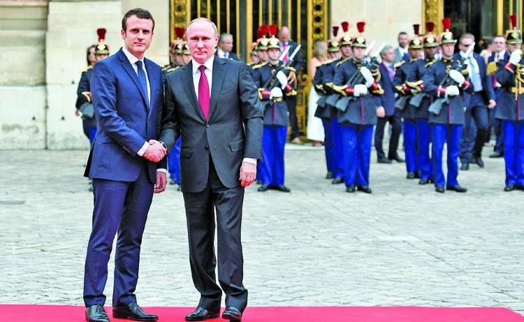 Macron holds tough-talks with Putin