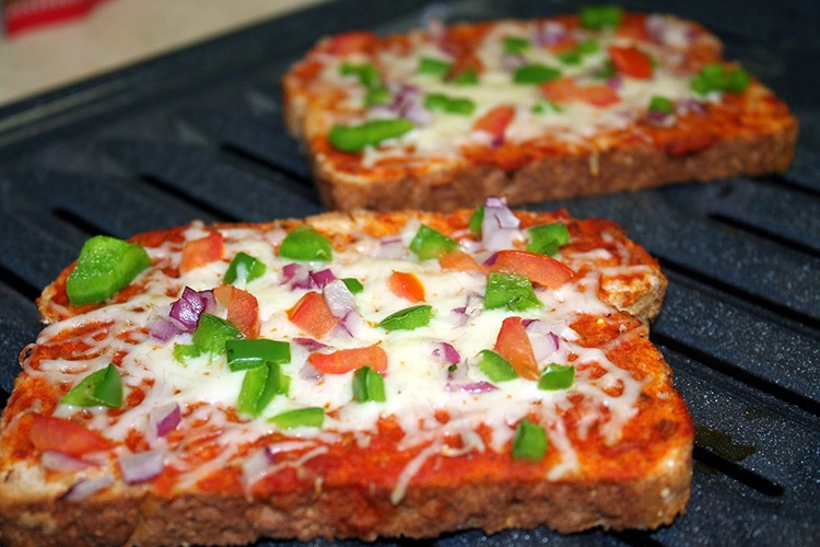 Easy Bread Pizza For Iftar The Asian Age Online Bangladesh