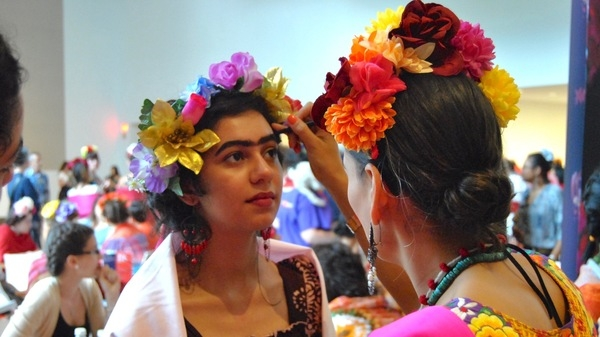 Frida Kahlo look-alikes attempt to break record in Dallas