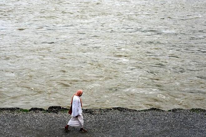 100m from edge of Ganga declared 'no-development zone'