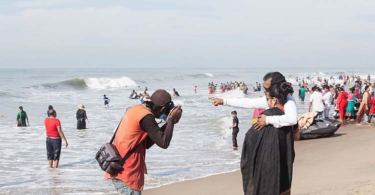 [WATCH] People who capture Cox's Bazar memories