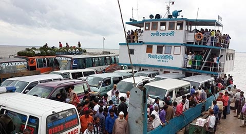 Strong current disrupts ferry services on Shimulia-Kawrakandi route