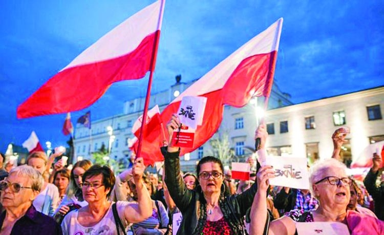 Protests prompt veto on Polish reforms
