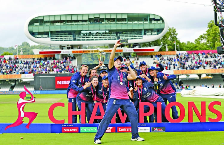 Shrubsole snatches World Cup title for England