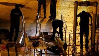 Israel removes Jerusalem metal detectors