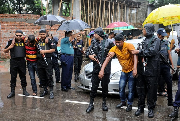 2 'muggers' injured in city 'gunfight'