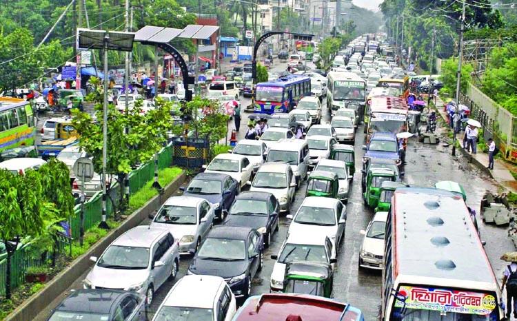 Rain, waterlogging paralyze Dhaka