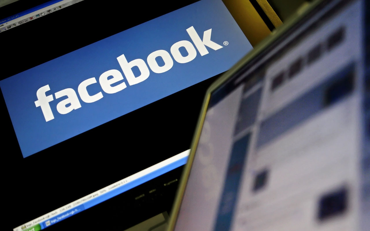 Facebook discretely fields China photo-sharing app