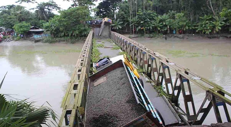 Commuters suffer as Pirojpur bridge collapse snaps road links