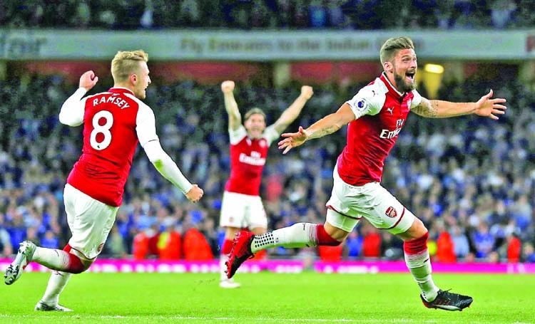 Giroud earns Arsenal madcap opening victory