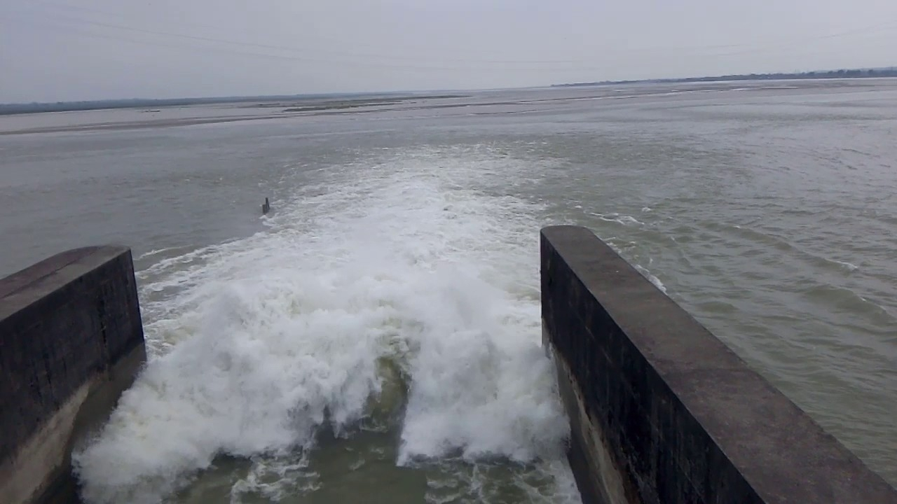 Teesta Barrage flood bypass road collapses, red alert issued