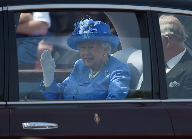 Queen to abdicate throne, make Prince Charles the King