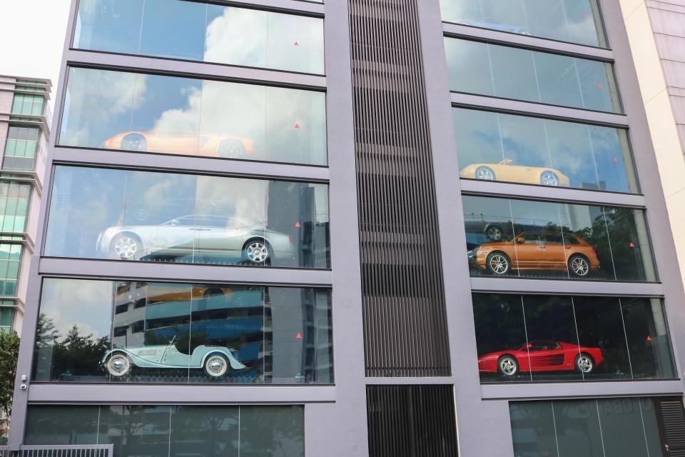 [Watch] 'Vending machine' selling luxury vehicles