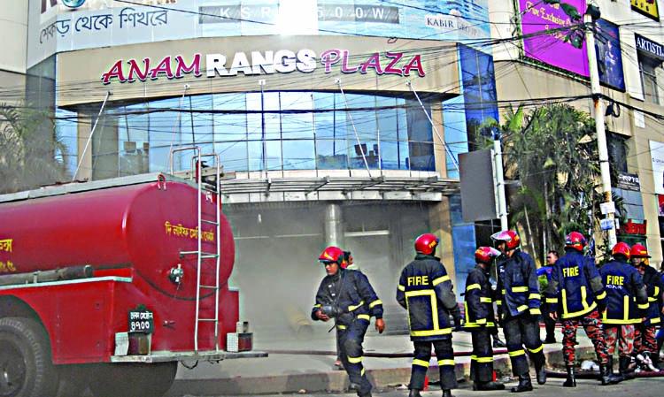 Fire at Anam Rangs Plaza in Dhanmondi