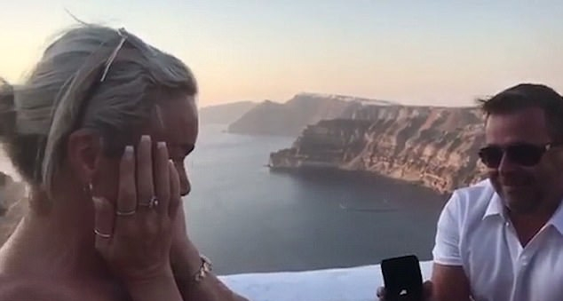 [WATCH] Groom propose girlfriend get married in one day