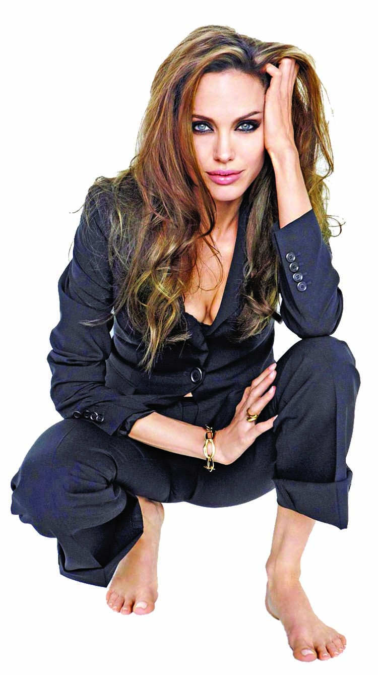 Jolie considering acting comeback