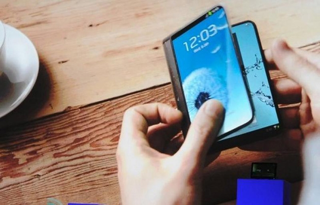Samsung aims to launch foldable smartphone next year