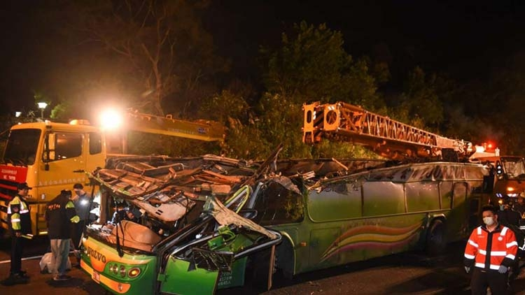 6 killed, 11 injured in Taiwan highway bus crash