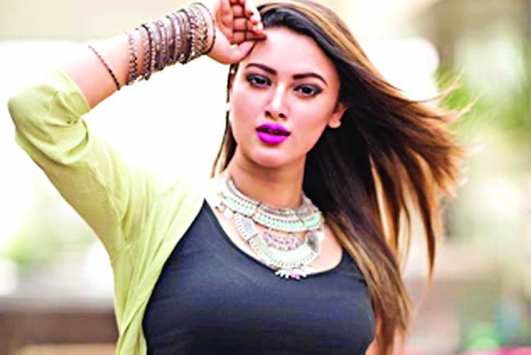 Newbie model Raha to act against Shakib