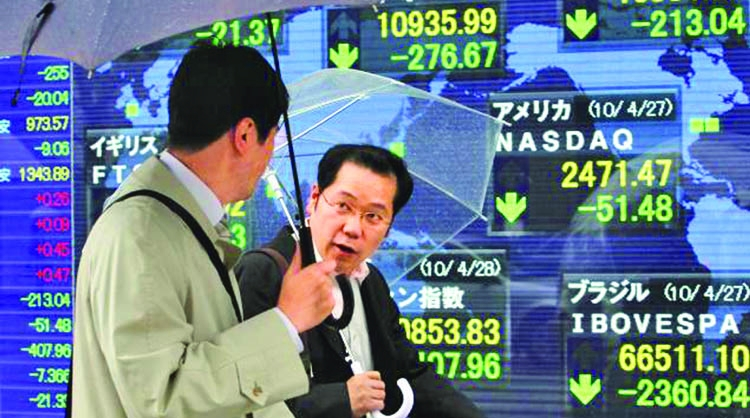 Asia markets mostly step back but dollar maintains gain