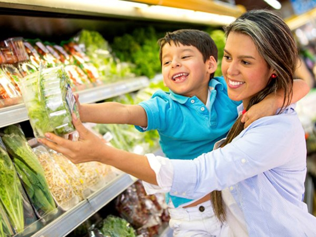 Take kids to the supermarket for them to enjoy eating vegetables