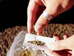 Drug peddler arrested with hemp, motorcycle