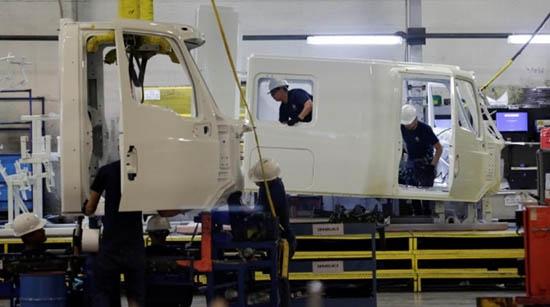 Shaky NAFTA deal threatens Navistar's exports to world