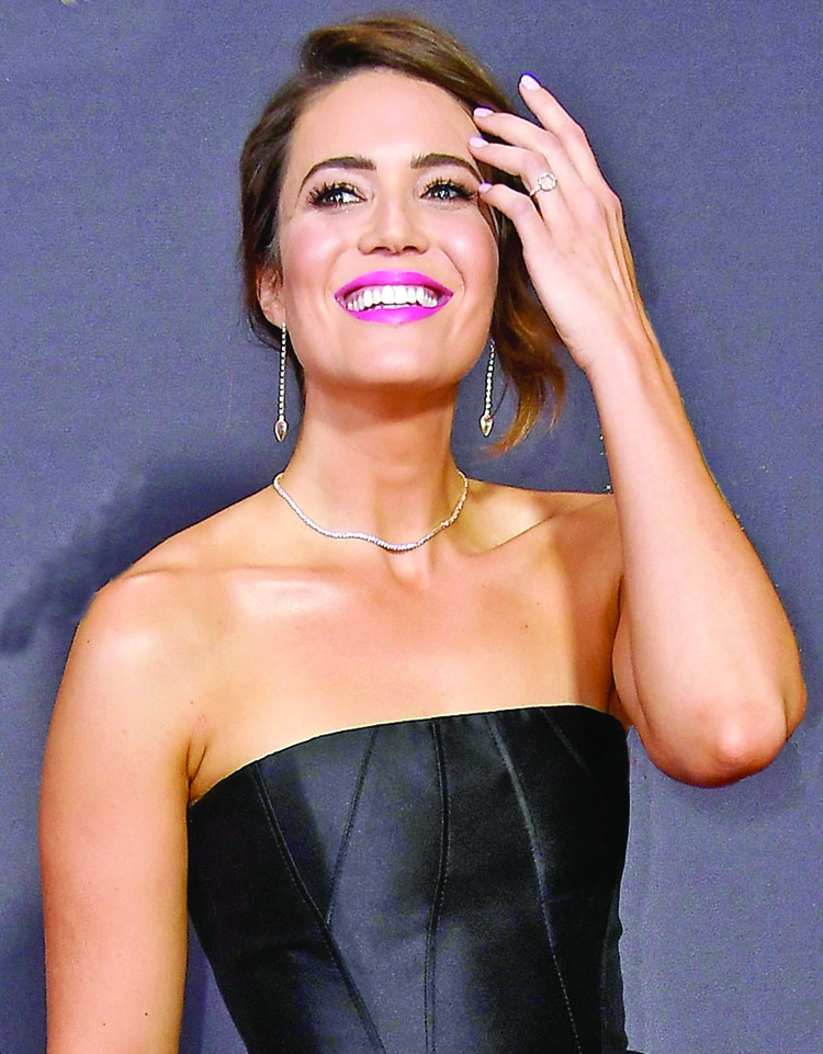Mandy Moore wants a small and quiet wedding
