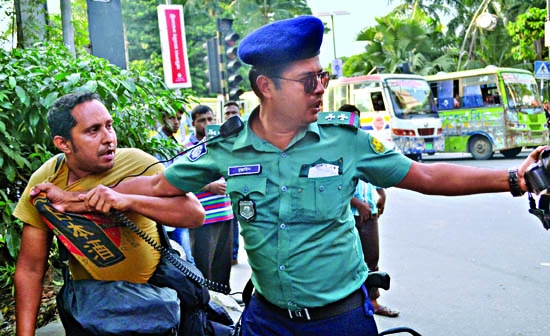 Journos assualted by traffic sergeant
