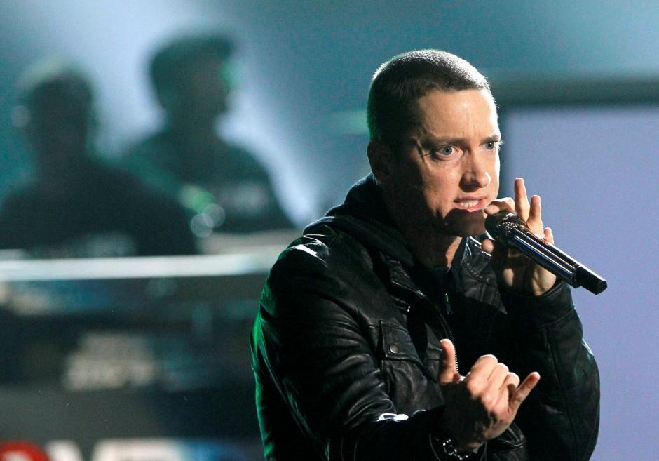 Eminem rebukes 'racist' Trump