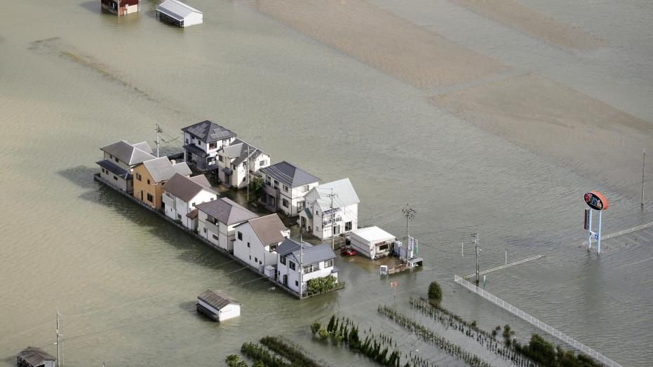 Typhoon Lan sweeps across Japan; 2 reported dead