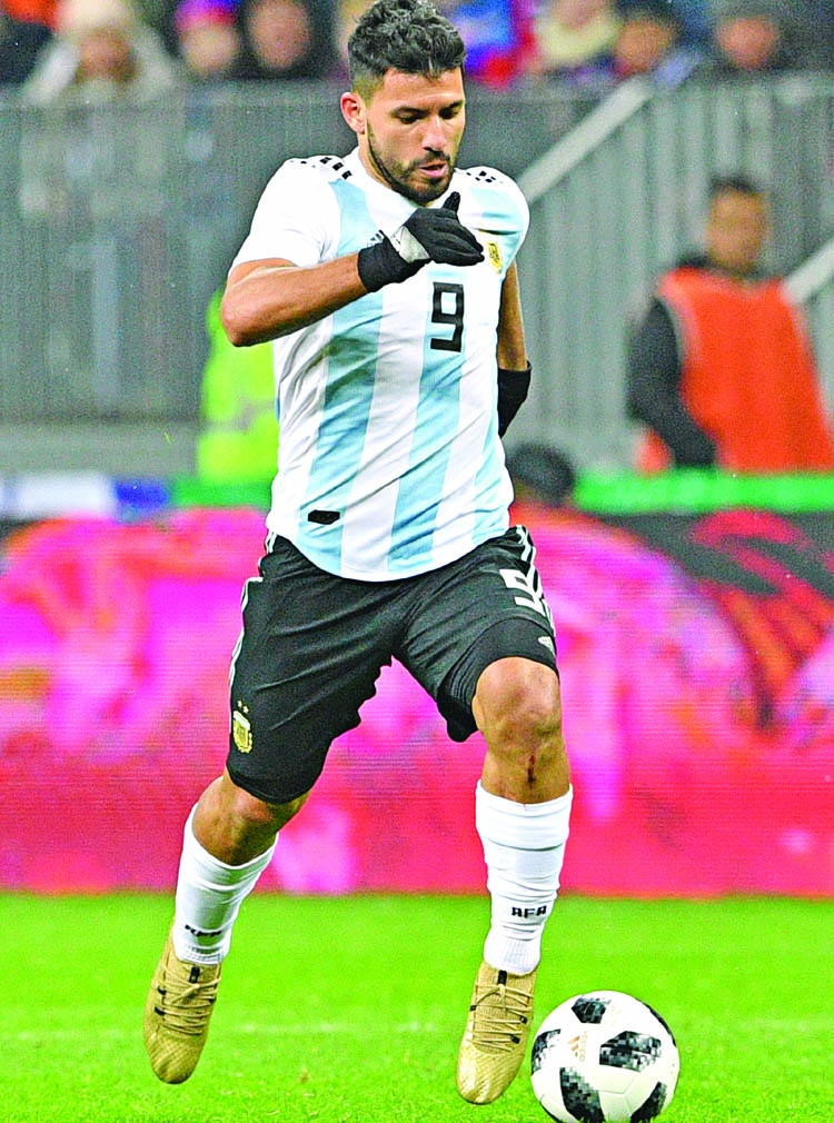 Aguero seals Argentina win in Moscow