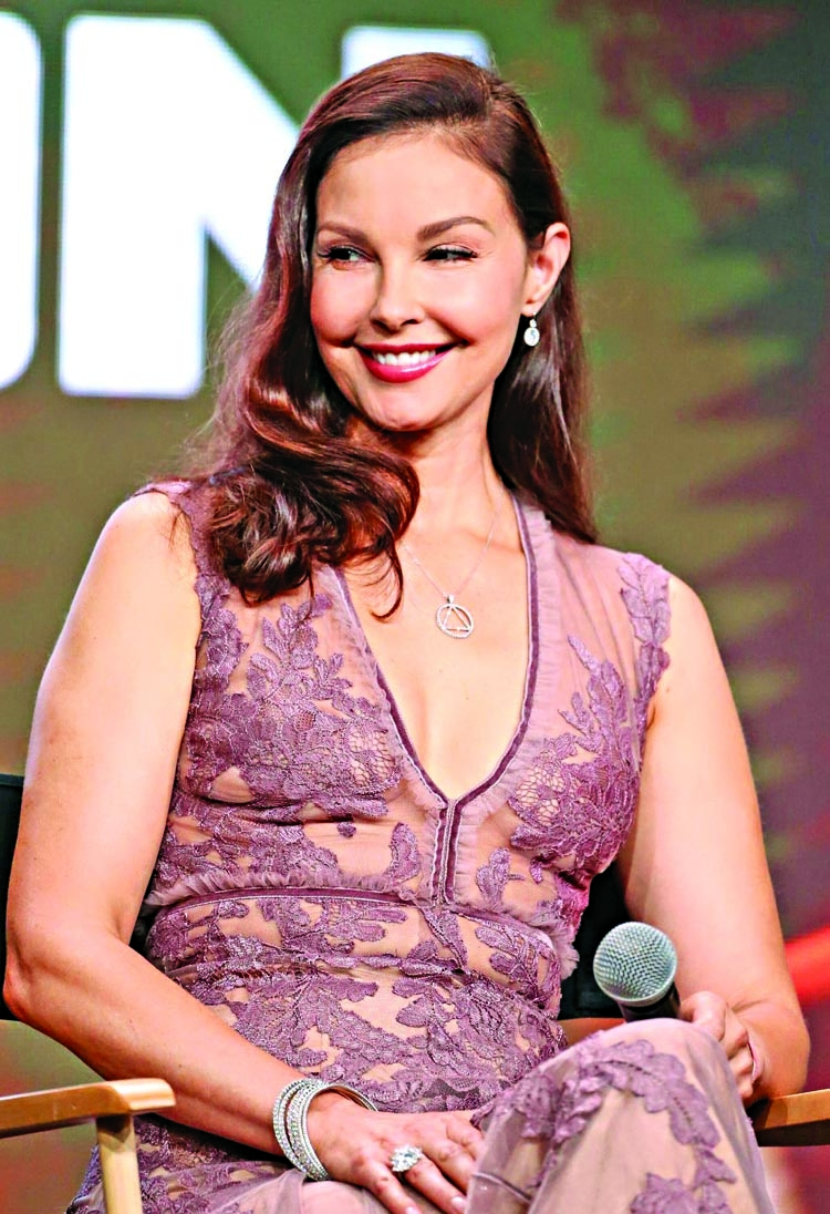 Ashley Judd  writing memoir about sexual assaults