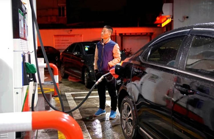 China diesel in rare rally on smog war