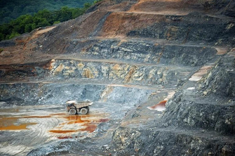 Barrick plans robot experts to oversee operations