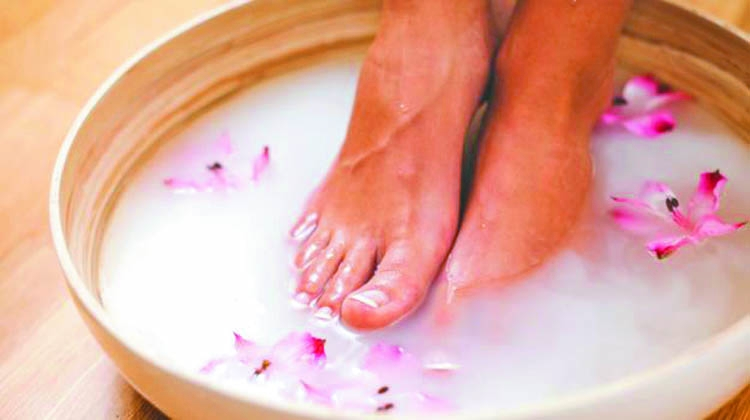 Easy homely remedies for cracked heel